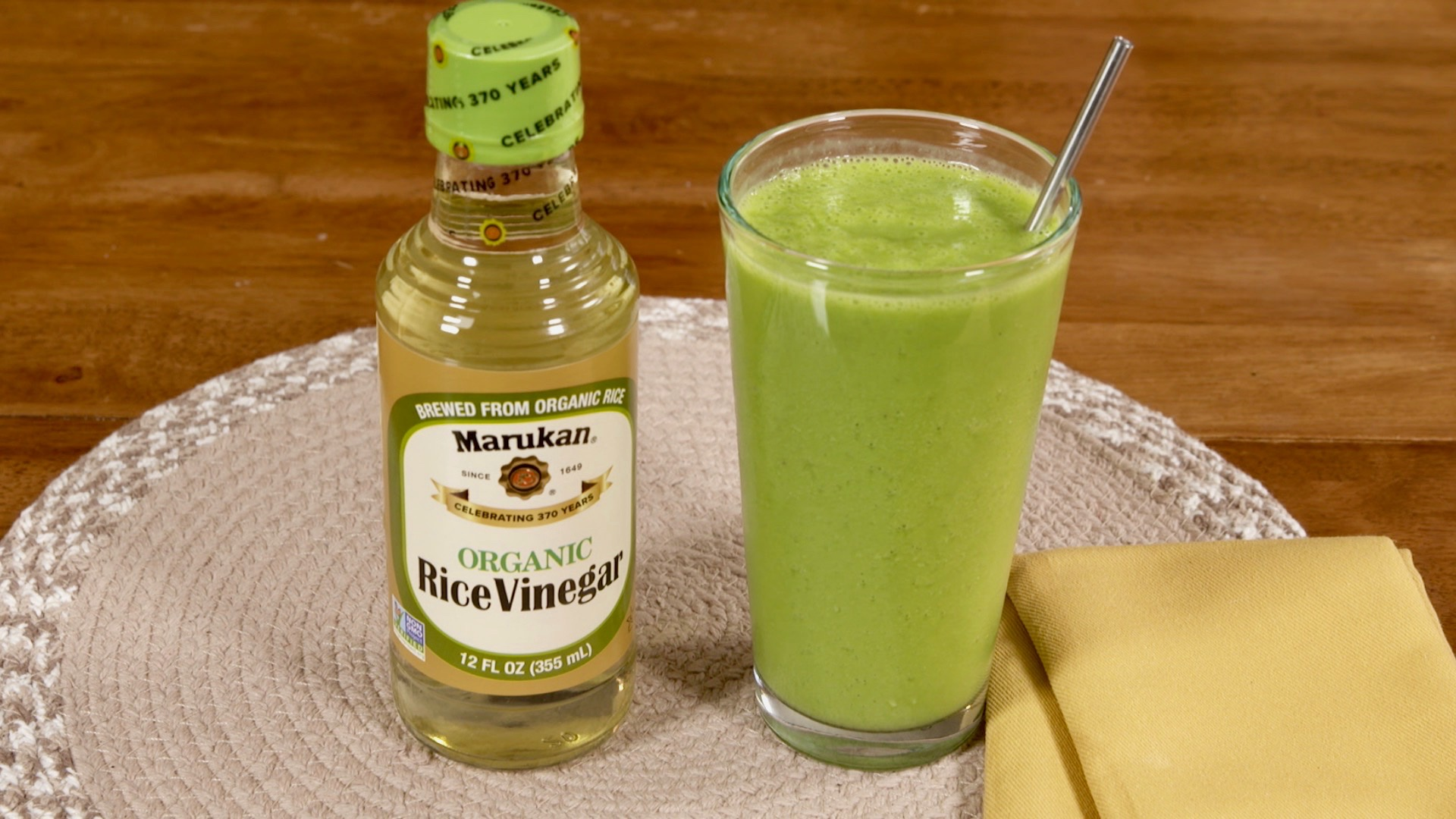 Improve Metabolism and Burn Fat with this Luscious Fruity Green Smoothie!